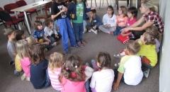 Děti z MŠ Čapka Choda při programu ANYANA - Carlos z Angoly. Foto Kateřina Štěpničková